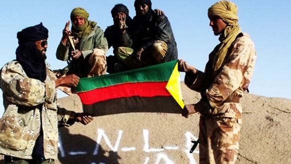 MNLAko gerrilariak, Azawadeko bandera eskuetan.