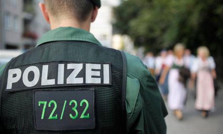 Alemaniako polizia, bizkarrean identifikazioa duela.