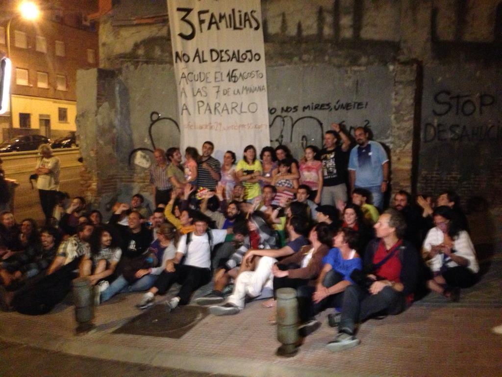 Gaueko 00:00etan atera zuten familiako argazkia. (Arg: @juancarlosmohr)