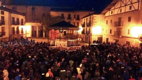 Astelehen gauean altsasuarrek atxiloketen aurkako protesta egin zuten. (Argazkia: Guaixe)
