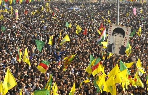 Newroz eguneko ospakizunetan, Mazlum Dogan-en argazkia presente.